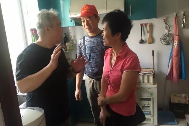 助老敬老爱老 宁波一对夫妻以老助老义务帮助居民