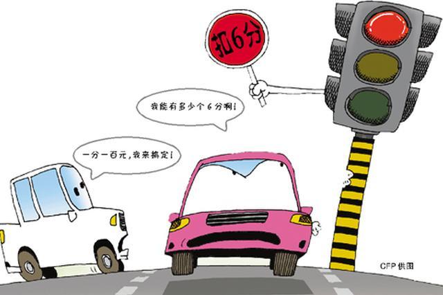 甬1轿车没年检没保险不处理违章 还当交警面闯红灯