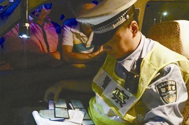 宁波交警带受伤驾驶员确定伤情后再处理事故