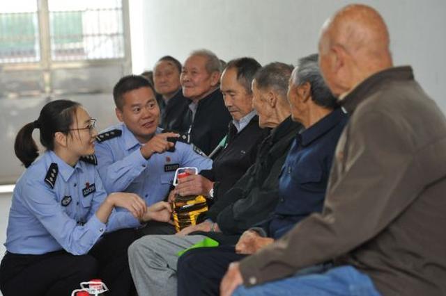宁波公安徐祥青爱民警队看望孤寡老人获好评