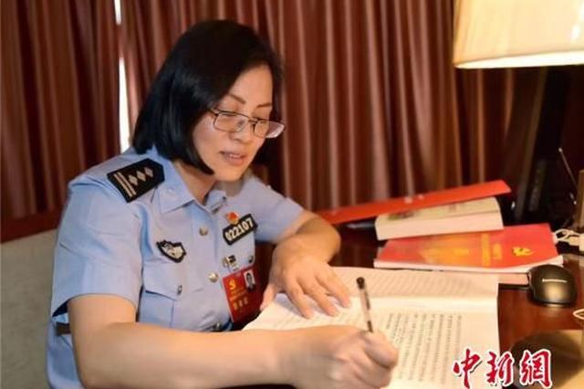 宁波1民警服务群众20多年 传递基层声音受好评
