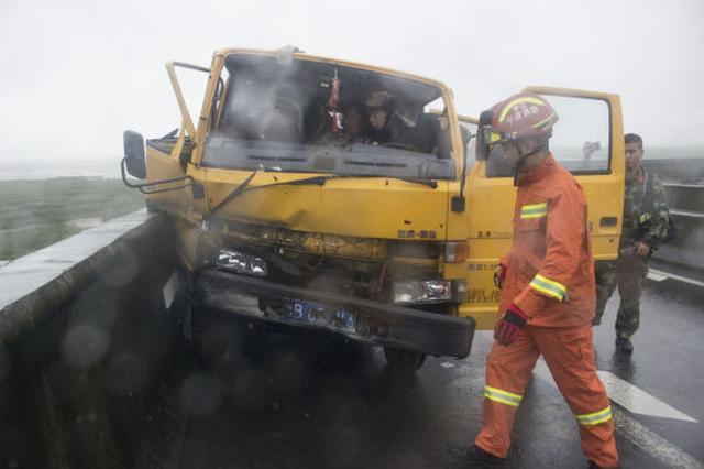 宁波1高速一施工车出事故 象山消防现场成功救援