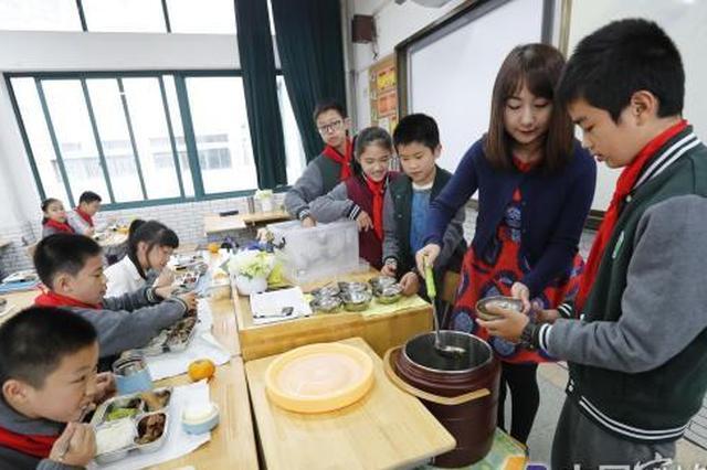 鄞州1小学两个校区师生食堂投入使用 食堂餐好吃不贵