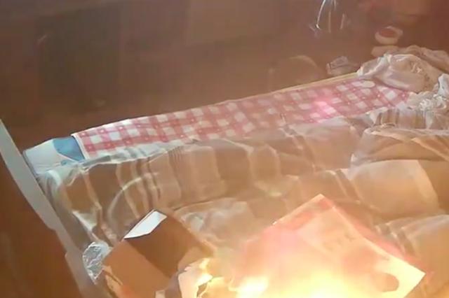 宁波消防模拟群租房火灾 室内温度超一千度