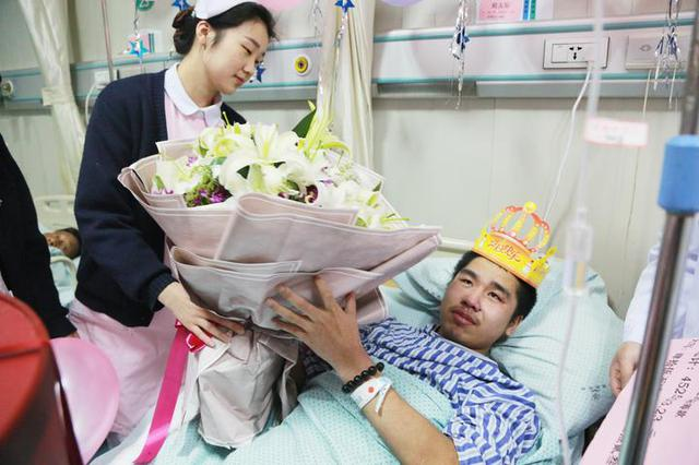 从没尝过生日滋味的截肢男孩 宁波医护人员为他圆梦