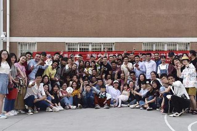 镇海俞范社区有个民族文化馆 留学生像是走进大观园