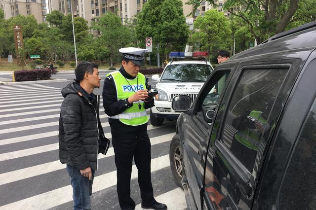 东钱湖交巡警大队加强路面整治 确保交通安全秩序