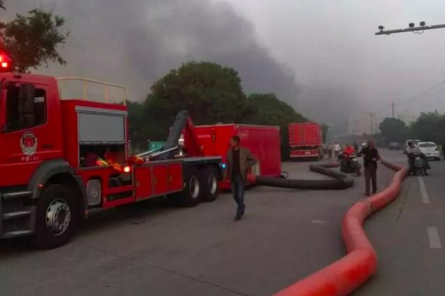 五四青年节慈溪1厂房发生火灾 消防员坚守18个小时