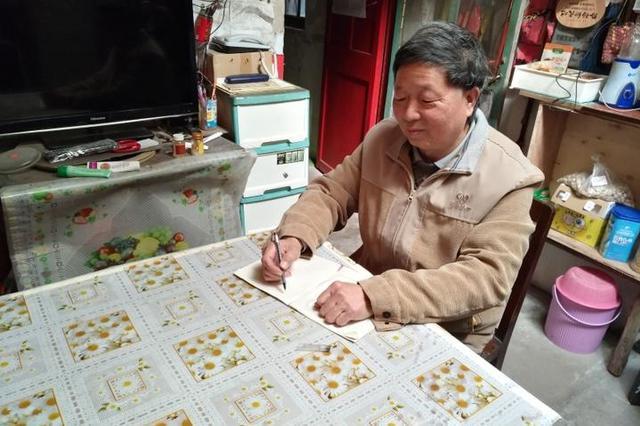 甬撑伞爷爷感动全国 鄞州教育局号召向退休教师学习