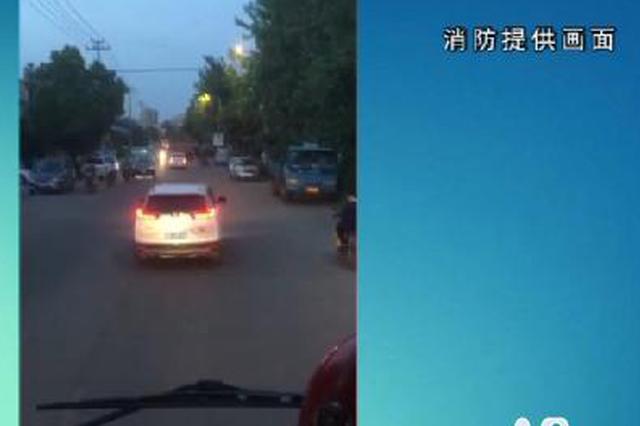 浙江宁波:私家车不避让消防车被处罚