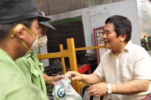 宁波一好人获得殊荣 20多年捐款1.3亿