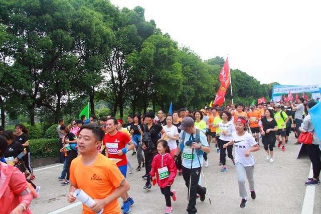 宁海湾半程山地马拉松赛昨举行 上千名跑友激情奔跑