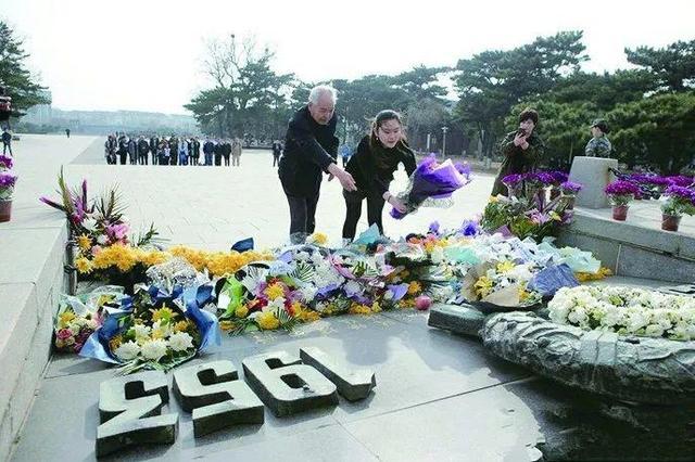 甬1姑娘亲赴朝鲜带回融合烈士骨血的黄土撒在镇海口
