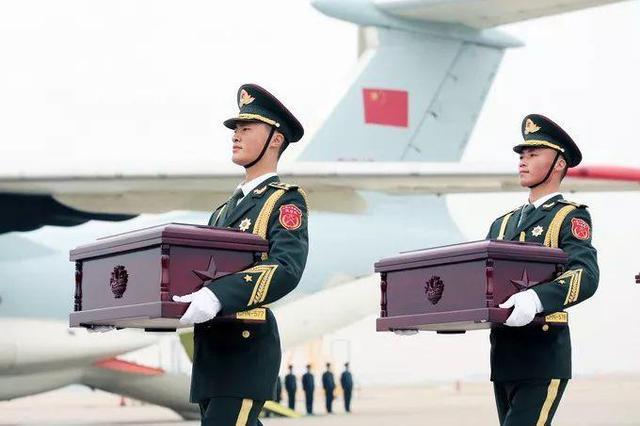宁波姑娘亲赴朝鲜 带回融烈士骨血的黄土撒在镇海口