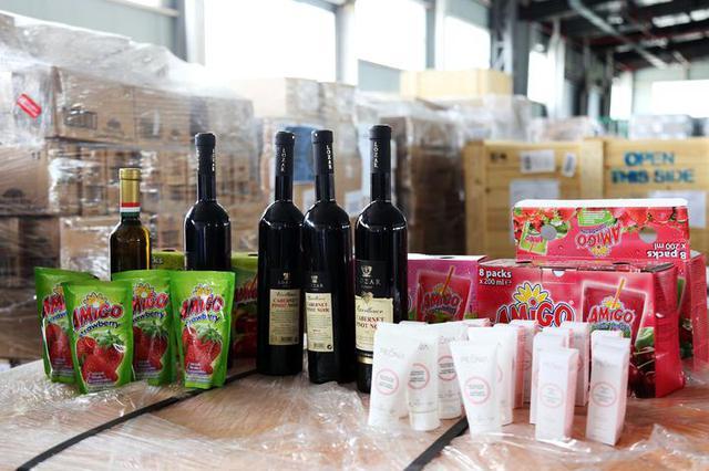 中东欧博览会首批展品飞抵宁波 特色食品及日用品增加