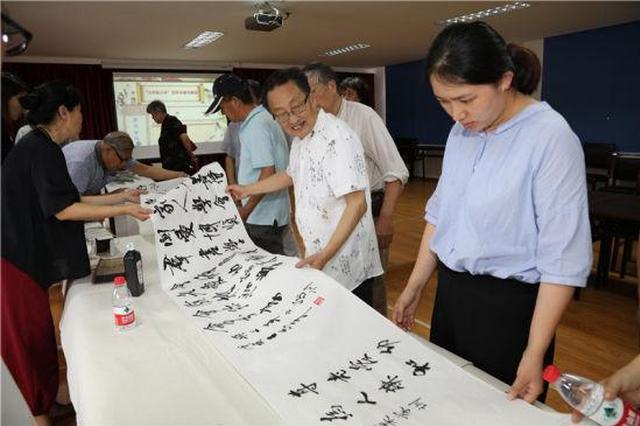 浙江镇海举行百米长卷书家训活动 笔墨传家风