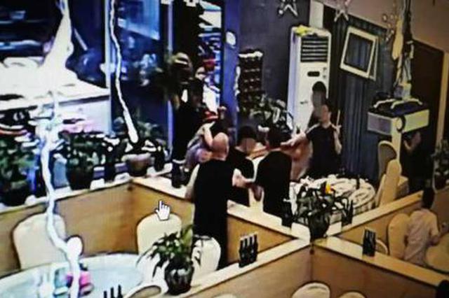 温州1男子美食城看世界杯 举杯相祝未回应遭花瓶砸头