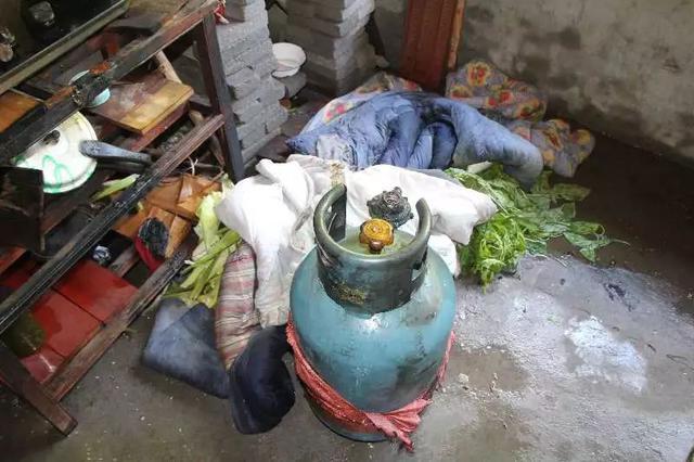 宁波有人被烫伤手臂烧掉厨房 都是因为煤气瓶着火