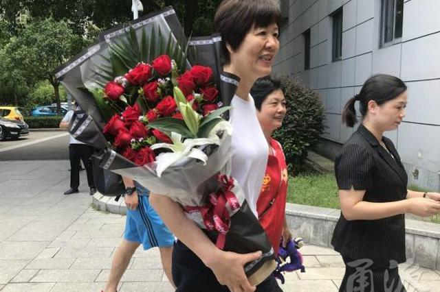 郎平带着女排姑娘回到北仑 备战下月的亚运会