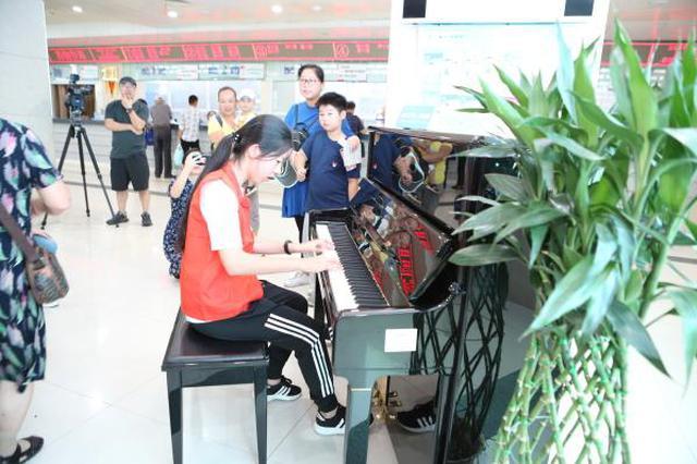 鄞州人民医院传来钢琴声 小义工们以音传爱