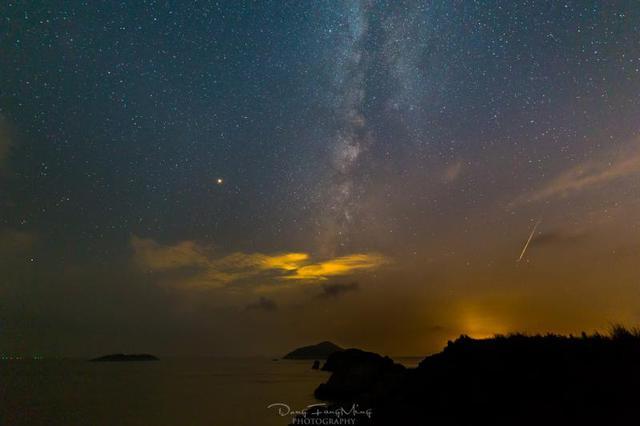 台风没挡住宁波上空的火流星出现 这张图刷爆朋友圈