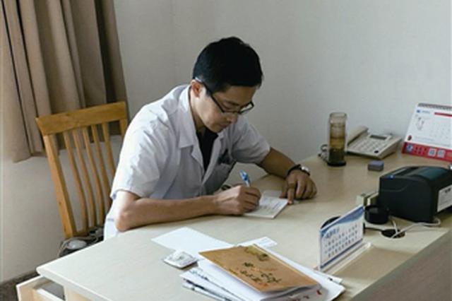 宁波医生朱斐连续5年帮助患者卖梨 卖完又给孤儿筹资