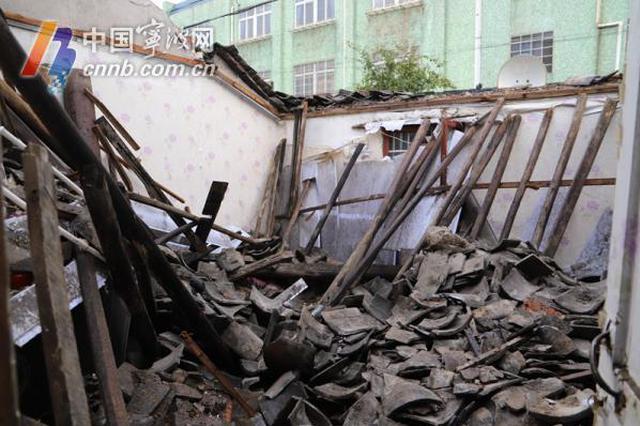 镇海一老房子发生坍塌 85岁老人被困在里面