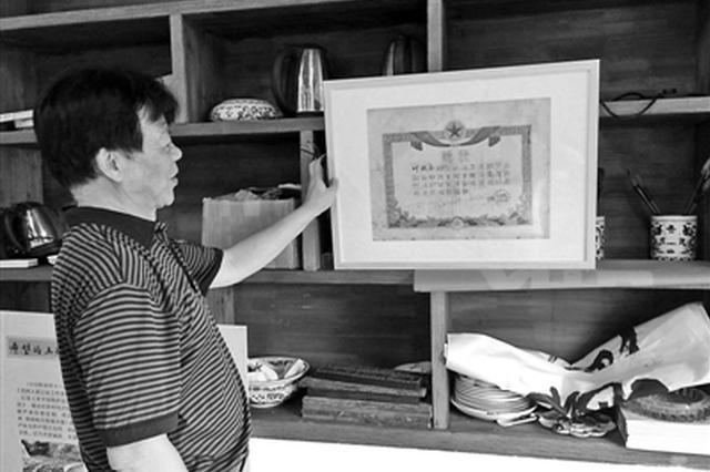 庆祝首个农民丰收节 七旬老人策划了一个农业主题展