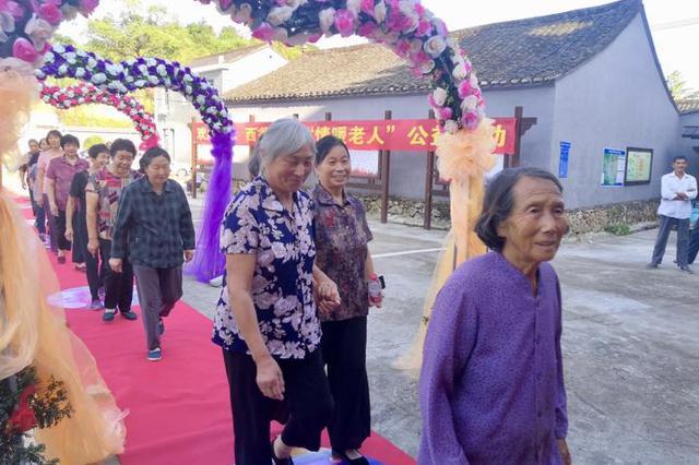 宁海西翁村文化礼堂内 游子众筹家宴老人笑开颜