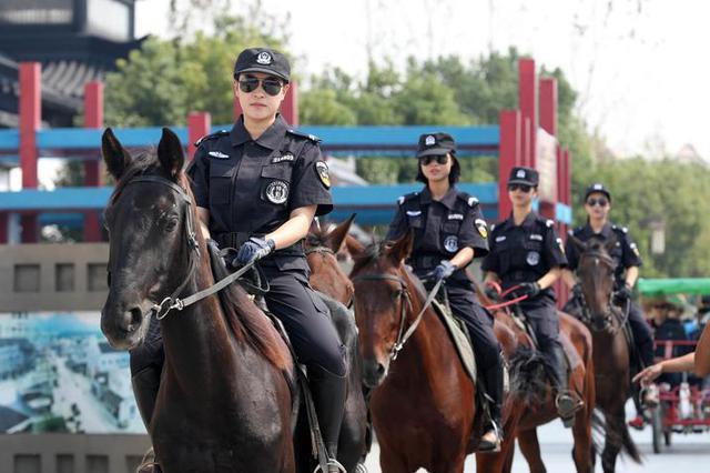 迎接十一黄金周 象山女子旅游警察齐上岗维持秩序
