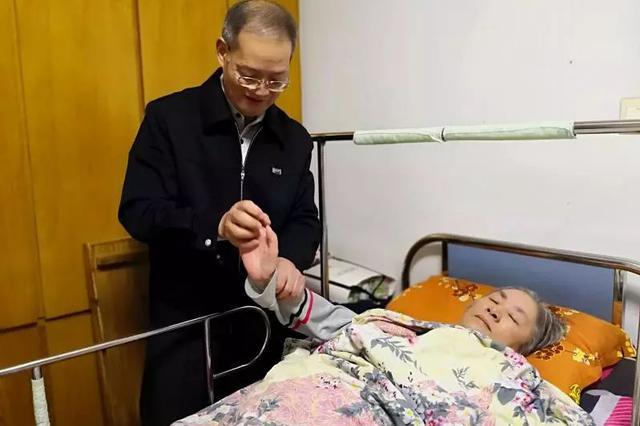 宁波1女子高位截瘫14年 丈夫无怨无悔成全职护理员