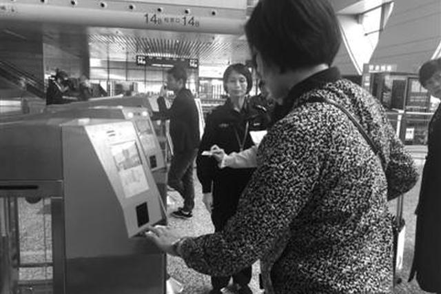 宁波美女在火车站刷脸没反应 原来是整形垫高了鼻子