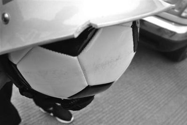 三轮车前装挡风玻璃就安全?象山交警用实验告诉答案