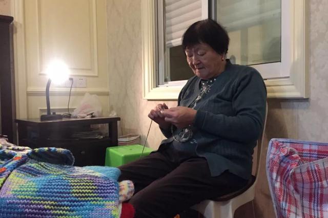 宁波毛衣奶奶上央视了 14年捐出爱心毛衣逾千件