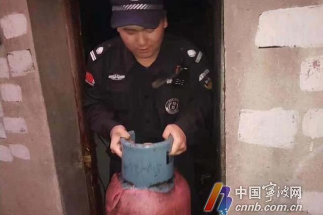 送小男孩回家遇火灾 宁波95后城管冲进火场抢出煤气瓶