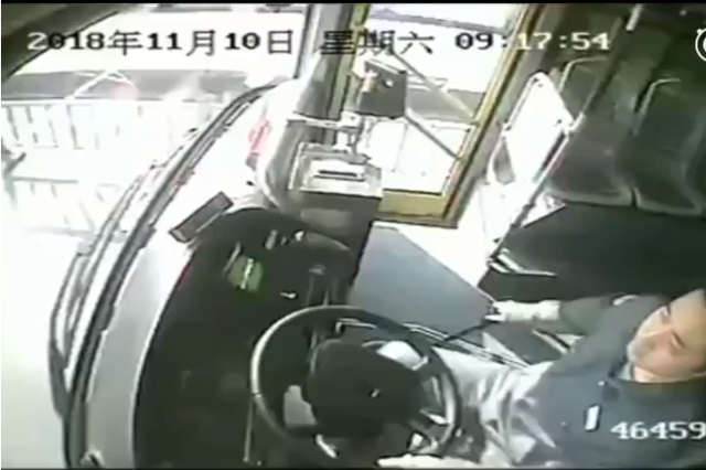 宁波一孕妇羊水破了打不到车 公交司机改道将女子送医