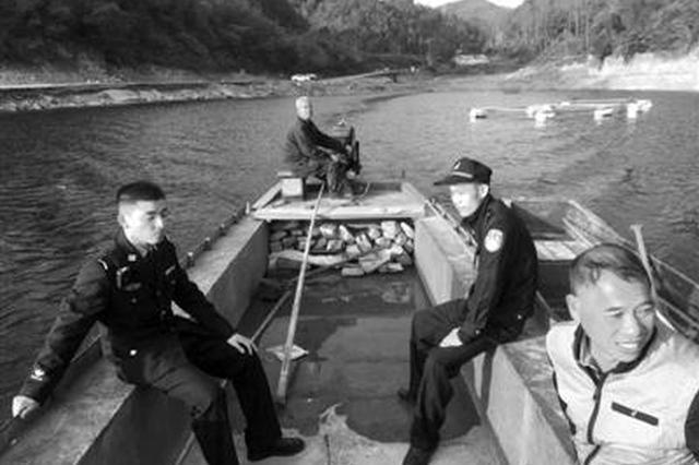 甬一对夫妻徒步横街藤岭水库迷了路 民警划船救出两人