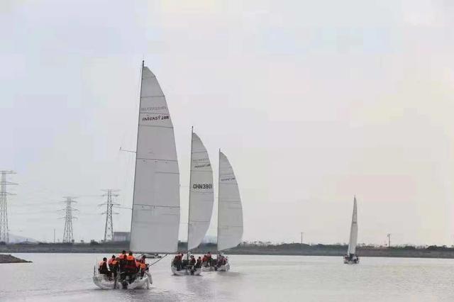 世界冠军帆船队东钱湖畔与诺丁汉大学师生交流经验