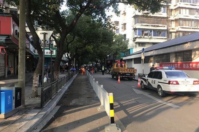 宁波市城管局和海曙区政府多部门合力整治咏归路乱象
