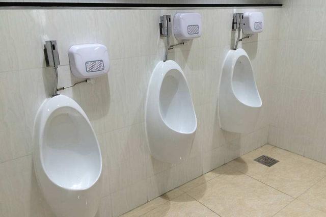 甬40岁男子尿道被结石堵住 膀胱内憋了5000多毫升尿