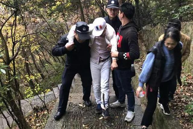 宁波一男子在瀑布底下自拍 结果摔得动弹不得