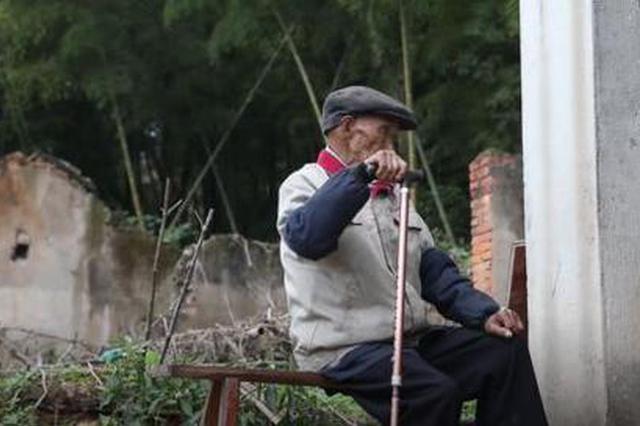 宁波95岁抗战老兵46年寻亲路终圆满 和亲人在宁海相聚