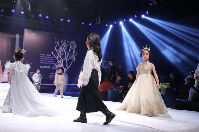 一百多位萌童模齐聚甬城参与国际少儿星模大赛