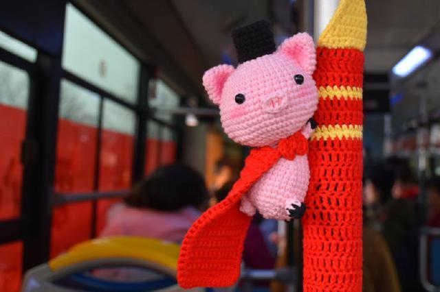宁波出现创意年味公交车 欢迎宁波市民来乘坐打卡