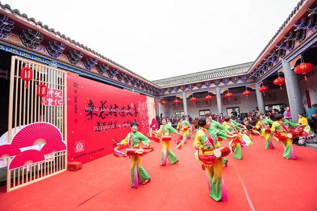 百位外国友人来到奉化裘村感受传统中国年