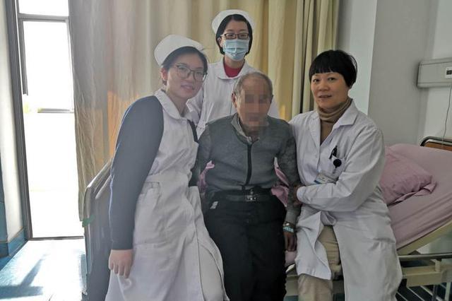 88岁老人吃肉包被卡窒息 女护士用妙招15秒救回