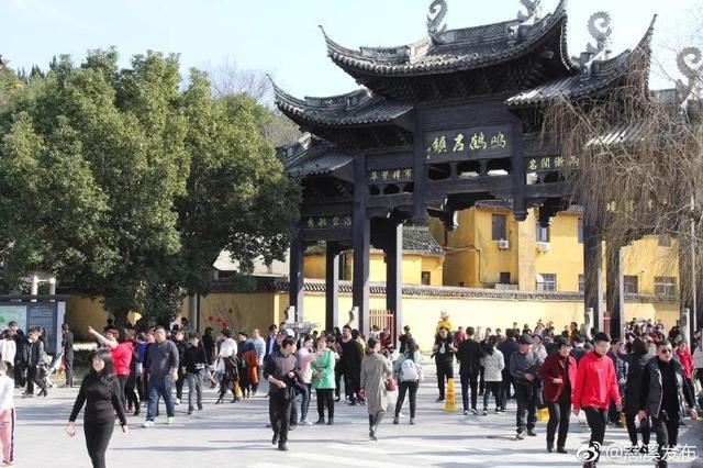 慈溪鸣鹤等古镇古村人气颇旺 吸引许多前来度假的游客