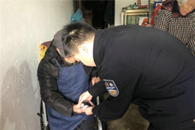 宁波公安镇海分局积极开展上门办证服务
