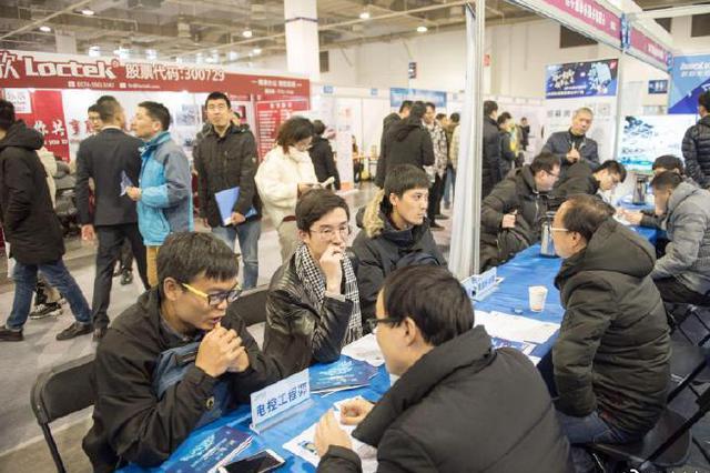 宁波春季大型招聘会首场2200人次达成初步意向