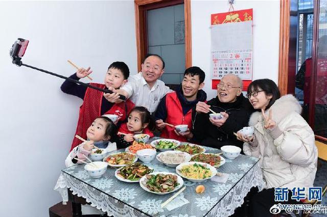 慈溪志愿者陪伴82岁空巢老人共度传统节日